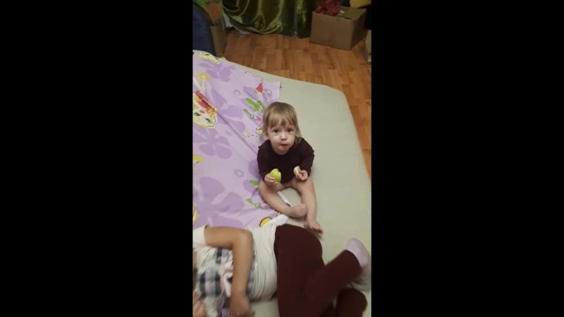 Ди играет с Аней