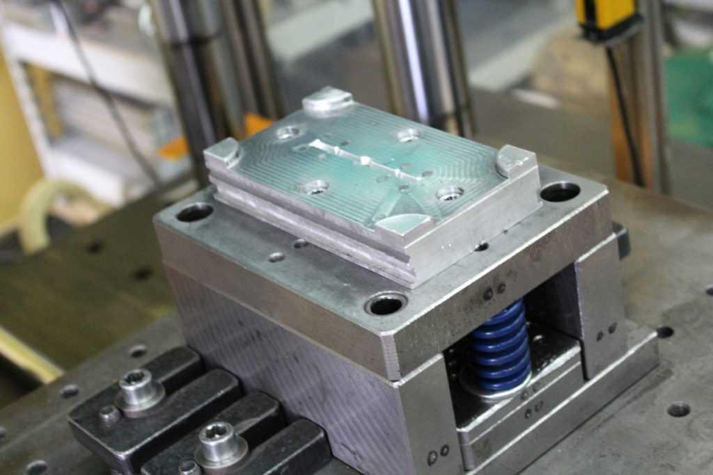 Что такое процесс литья пластмасс под давлением?