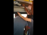 botou o colossal pra fora dentro do ônibus e a novinha surtou