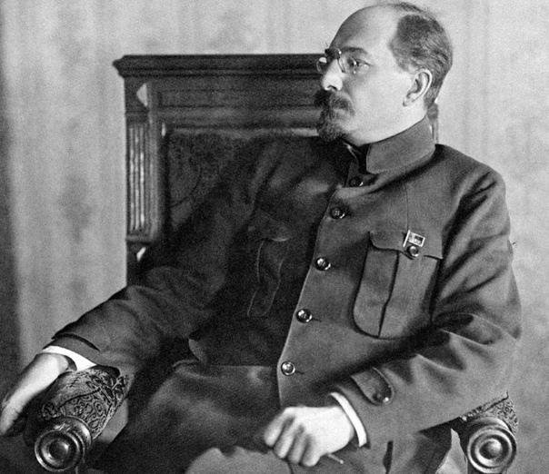 ПЕРВЫЙ СОВЕТСКИЙ УНИВЕРСИТЕТ Варлам Шаламов, которому, к слову, сегодня исполнилось бы 112 лет, писал о Луначарском, первом наркоме просвещения с 1917 по 1929 гг.Двадцатые годы были временем