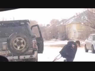 Полицейские избили человека на костылях