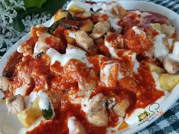 Турецкий куриный кебаб с картофелем острым перцем йогуртом томатным соусом Yoğurtlu Tavuk Kebabı l Mutfağımda Tadlar l Nefis Tarifler