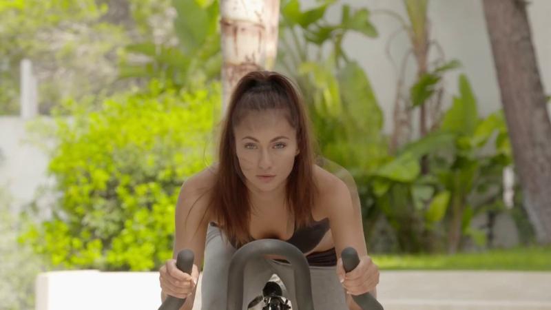 Training on the exercise Bike Michaela Isizzu