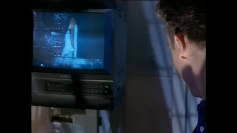 Bugs.S02E01.What.Goes.Up.DVDRip.XviD-N-(RUS)_(from_www.FTP85.ru)