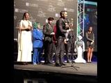Agoney, Ricky, Roi, y Marina acompañan a Roberto Leal a recibir su premio Antenas de Oro 17-11-18