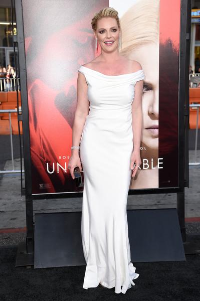 Кэтрин Хэйгл в белом