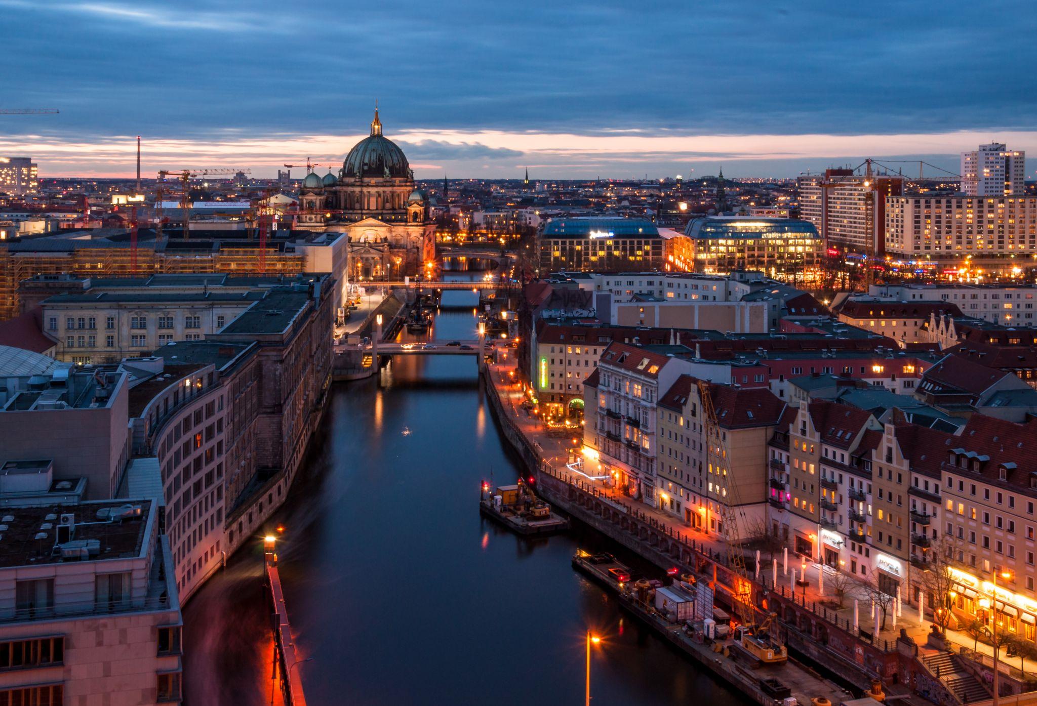 Вечерняя панорама центра Берлина