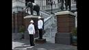 Встал на пост Поковырялся в носу Смена караула в Королевском дворце Бангкок