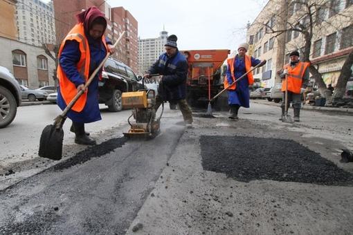 Ямы и трещины устранили на дорогах девяти улиц Томска.