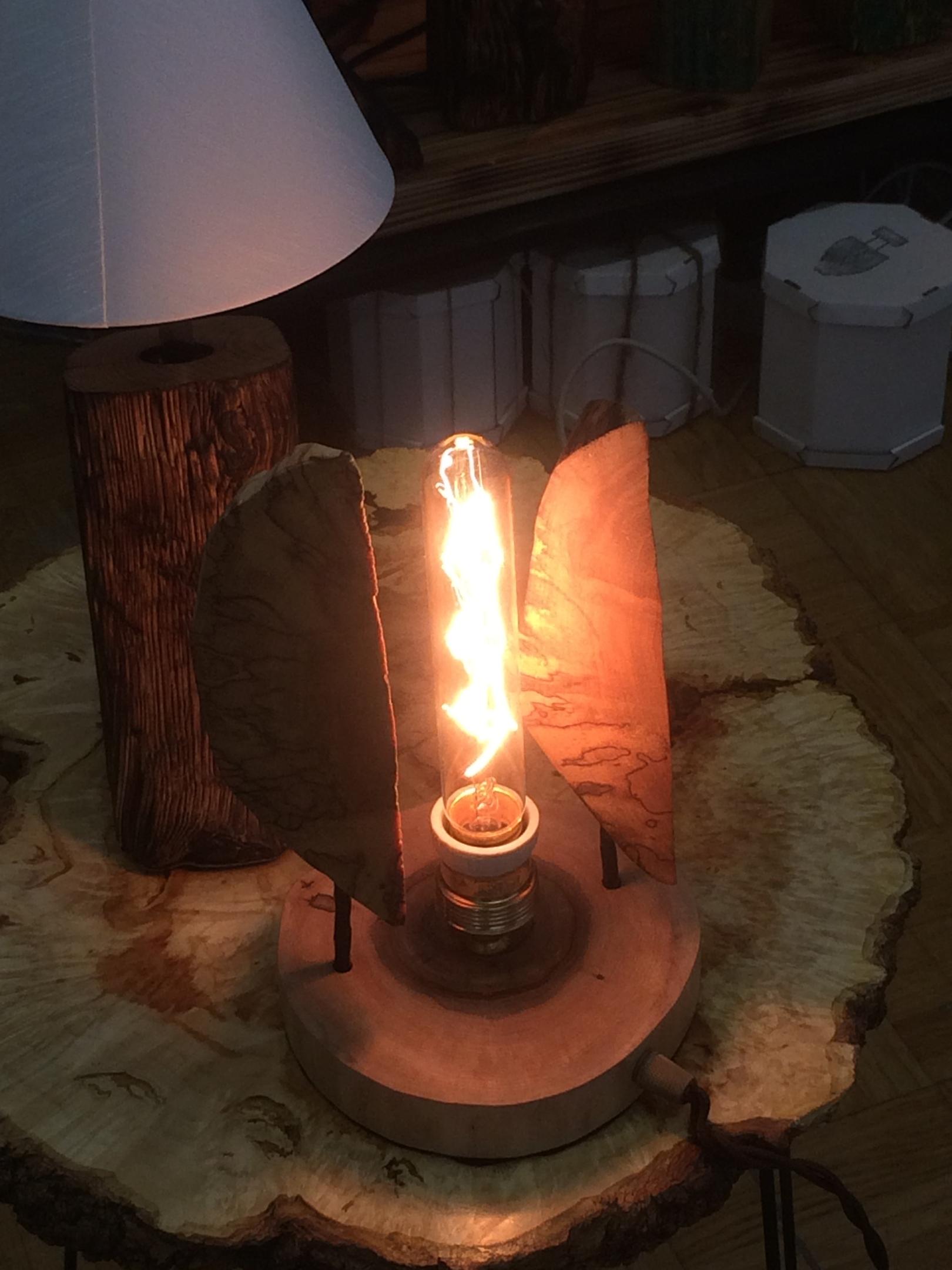 Фото светильника из дерева