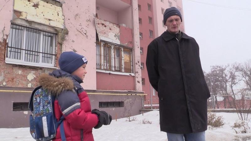 18 февраля 2019 Пленному бойцу ВСУ показали разрушенные дома Донецка
