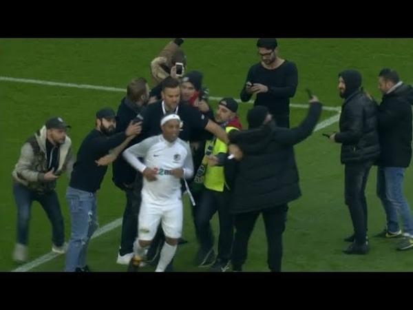 Ronaldinho Gaúcho 'causa' invasão em amistoso beneficente na Alemanha 17/11/2018