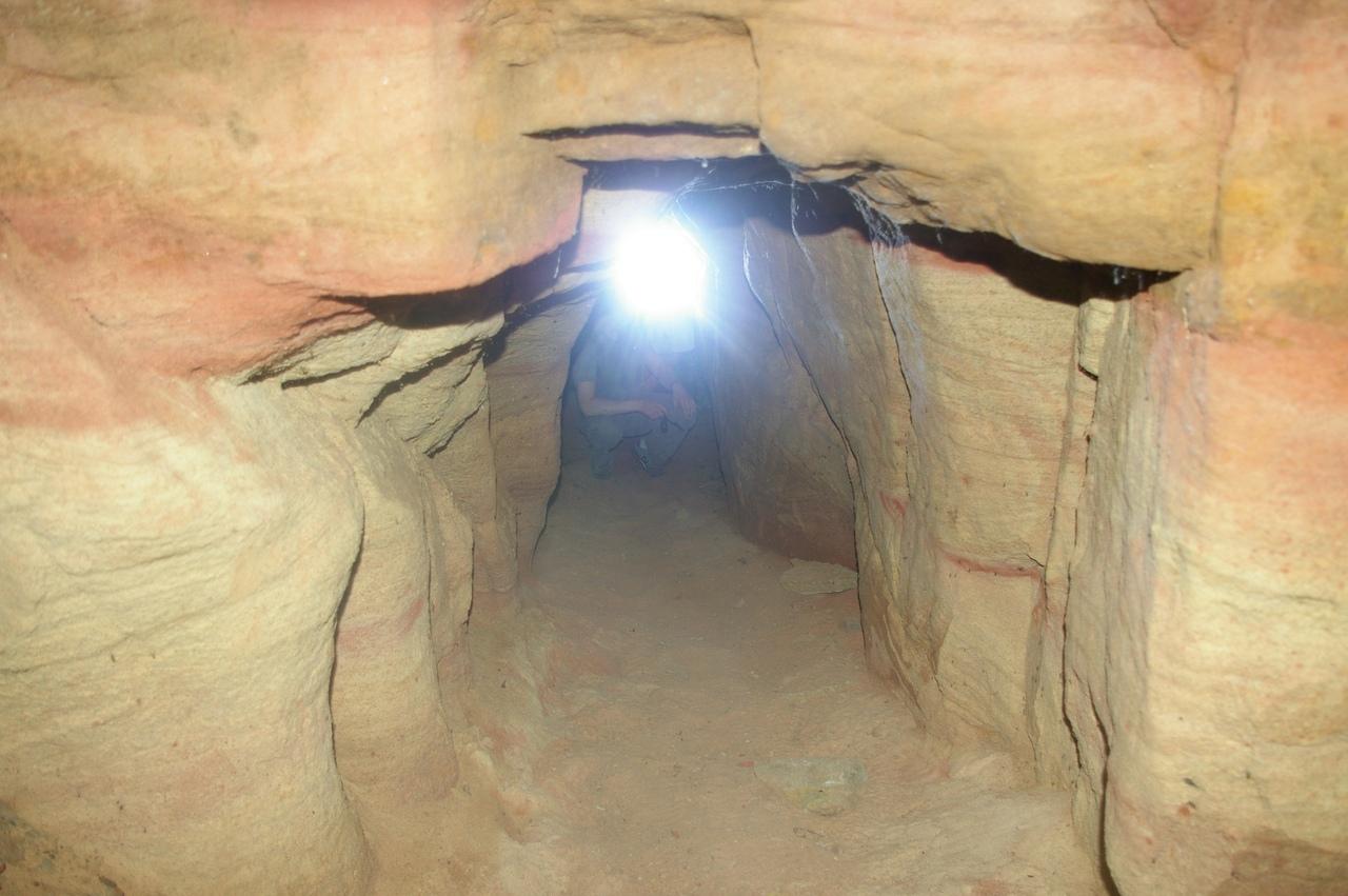 Саблино в июне. Пещера