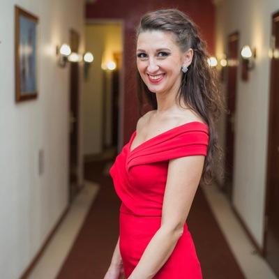 Надя Головач