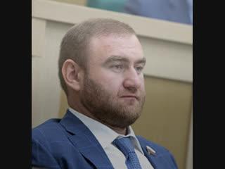 В зале Совета Федерации задержали сенатора от Карачаево-Черкесии Рауфа Арашукова