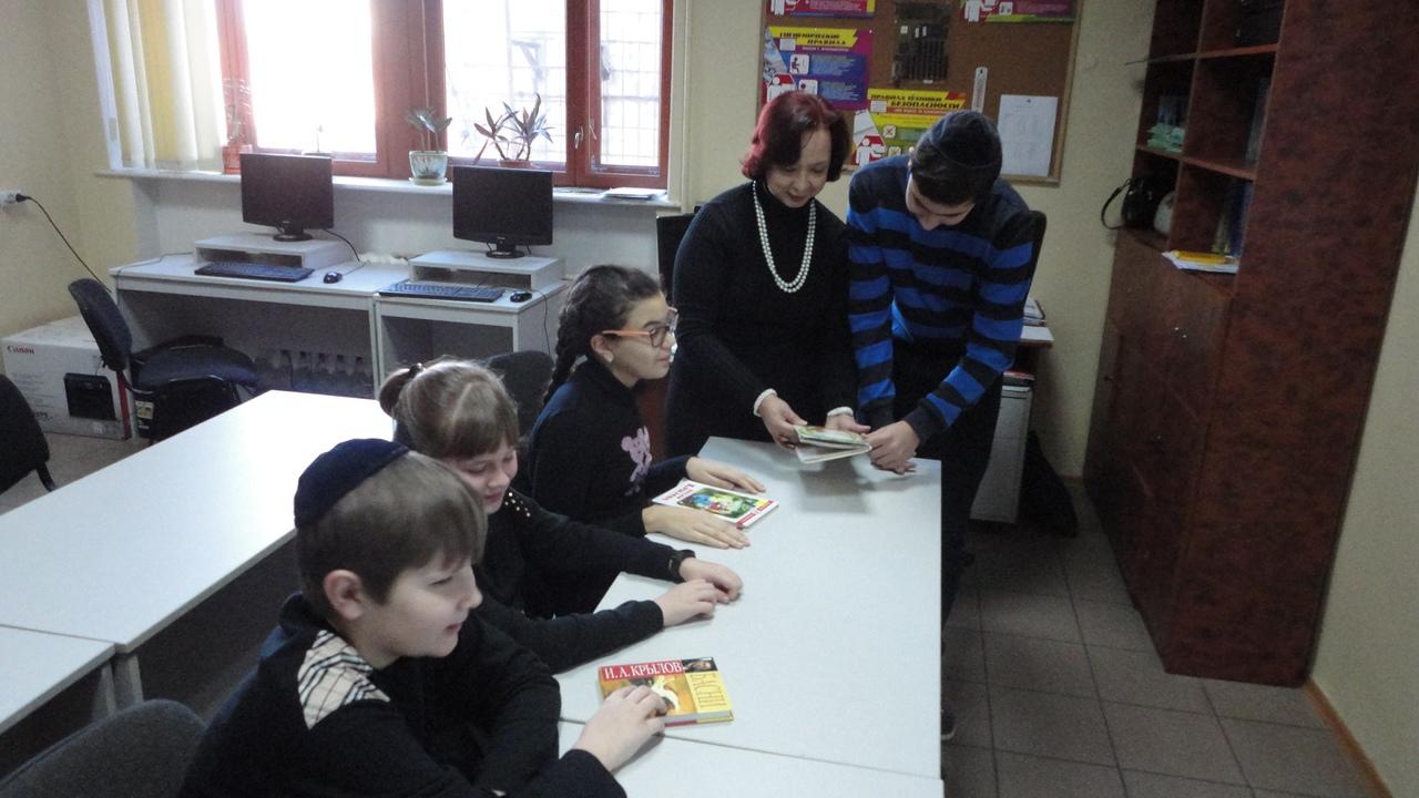 отдел обслуживания учащихся 5-9 классов, донецкая республиканская библиотека для детей, иван крылов, юбилей автора