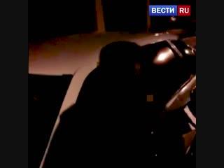 Зажал руку одного полицейского и сбил второго: задержание буйного водителя попало на видео