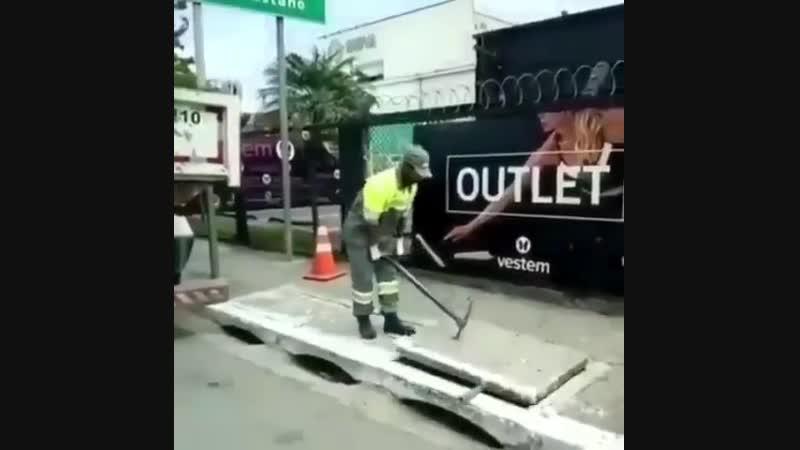 Вот как поднимают бетонный люк