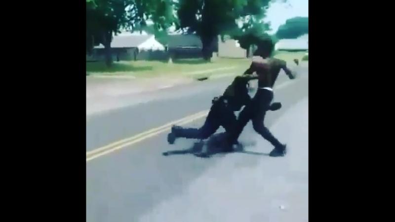 Fight | Cop vs Nigga 😂