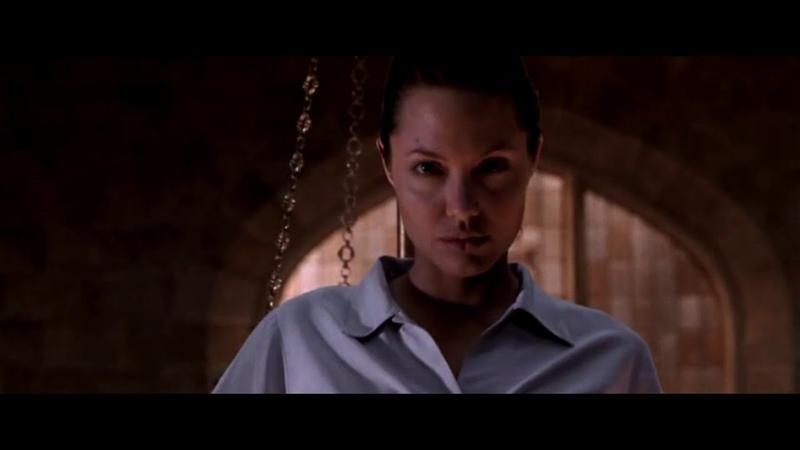 Нападение на Дом Лары Крофт Лара Крофт Расхитительница гробниц Lara Croft Tomb Raider 2001
