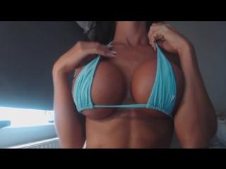 Красотка показывает свои большие красивые сиськи на камеру ласкает соски силиконовая грудь разделась на камеру вебку