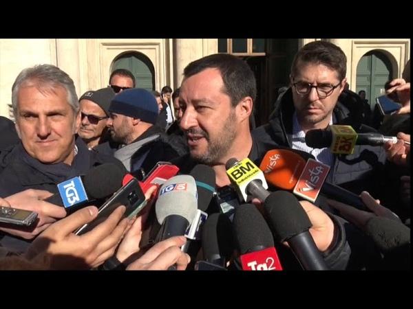 Dl Sicurezza, Salvini festeggia con parlamentari leghisiti: Più diritti a rifugiati veri