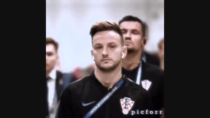 Paulo DybalaIvan RakiticПауло ДибалаИван Ракитич(10 Ювентус)(4 Барселона)😍🔥