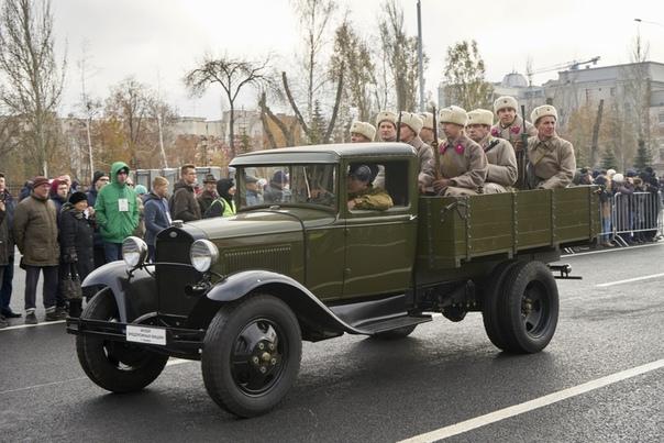 ГАЗ-ММ Полуторка Автомобиль грузоподъемностью 1,5 тонны. Самый главный грузовой автомобиль Красной армии. Все прекрасно помнят Дорогу жизни, транспортную магистраль через Ладожское озеро,