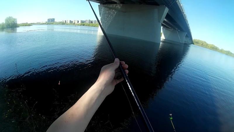 Помощь младшим на рыбалке