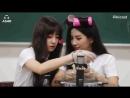 GIF 30 08 18 Soyeon mandando um beijinho para a Yuqi no Pikicast cr SoyeonBR G I DLE 여자아이들 SOYEON 소연 YUQI 우기