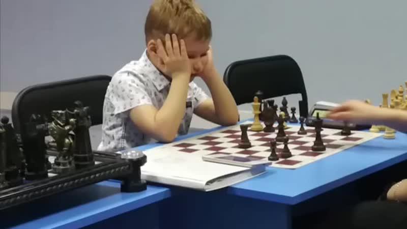Как думаете, попрет у него в шахматах ? 😂