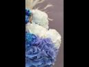 Голубой букет из гвоздик и гортензий