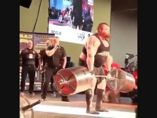 Сумасшедший Эдди Холл и его тяга 1026 кг