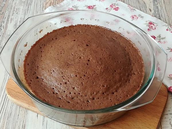 Вам понадобится микроволновка и 30 минут времени, чтобы приготовить этот бисквитный торт