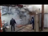 В сети появилось видео тушения огромного пожара ЗМЖ  в Ростове.