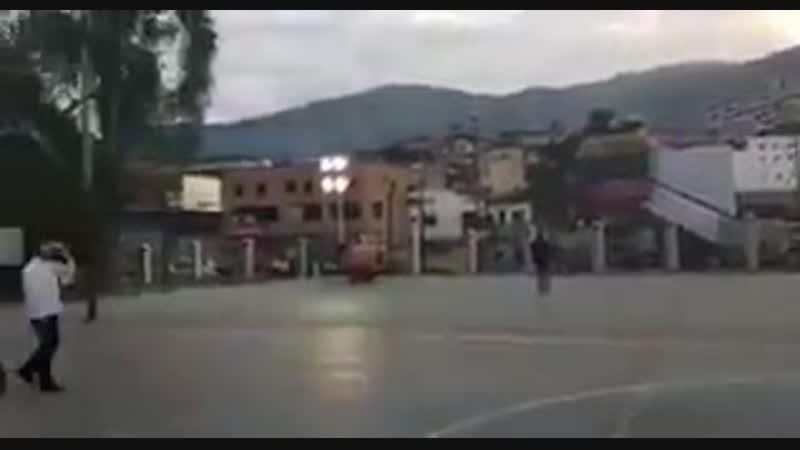 В сети появилось видео где мадуро приветствует пустую площадь мадуро не впервой прибегает к помощи фотошопа