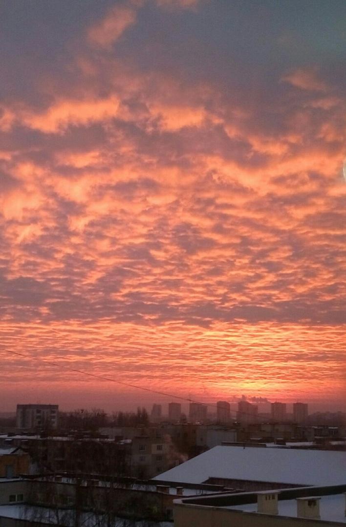 Посмотрите на кроваво-багровый восход утром 8 января в Бресте