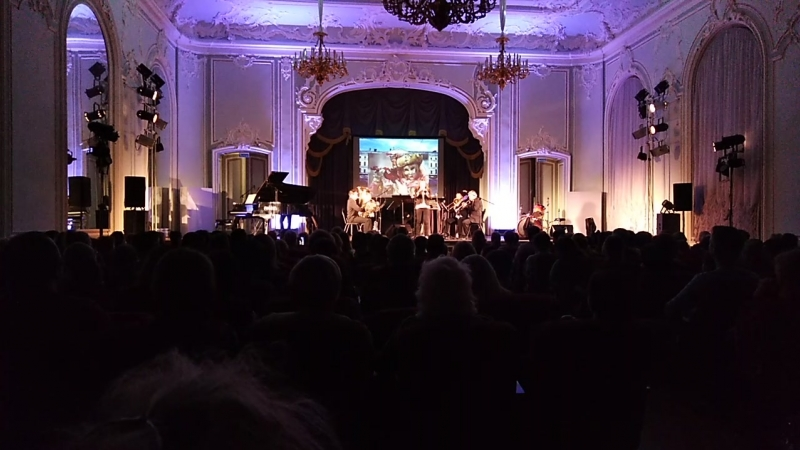 Выступление американской джаз-группы на фестивале Брос-Осень
