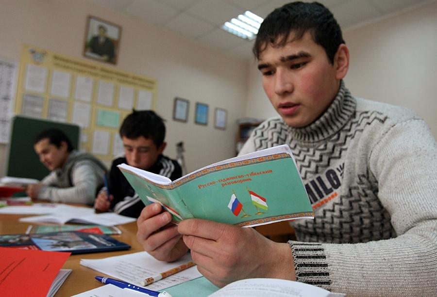 МВД  России хочет разрешить иностранцам бессрочно жить в РФ