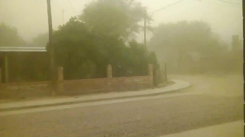 Colonia El Simbolar, Santiago del Estero. - @SMN_Argentina - Vientos muy fuertes.