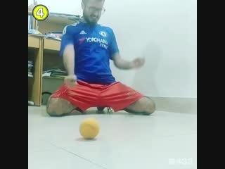 Два скотча, один мяч