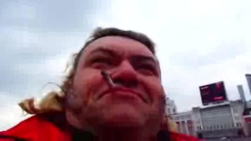 001_плакаты старой москвы прекрасно смотрятся вдоль кремля-набережной-считает певец ПРОРОК САН БОЙ
