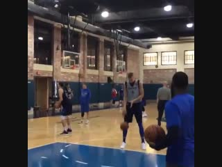 Porzingis already on the court with Dirk and Luka 🔥👀🤷🏾♂️
