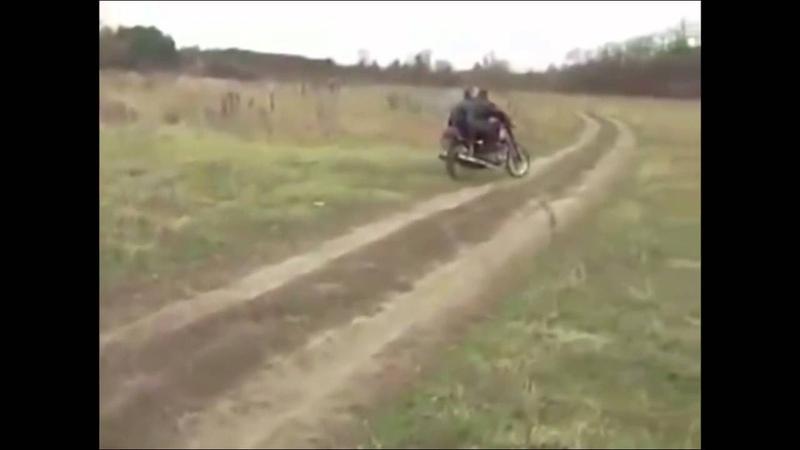 Приколы - Канал Смешное видео - Колесо отвалилось на ходу от мотоцикла