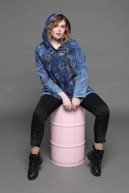 Надин Симкина — российская plus size модель.Работала моделью на fashion показах (Галии Ахматовой, Ольги Моиссеенко), на 1 канале для передачи «Доброе утро» с дизайнером Сергеем Сысоевым. Участвовала в съемках на ТНТ в фэшн-терапии, в съемках для телекан