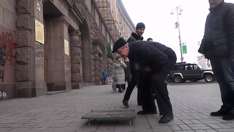 Акція на Хрещатику: витри ноги об КПУ 18.03.14