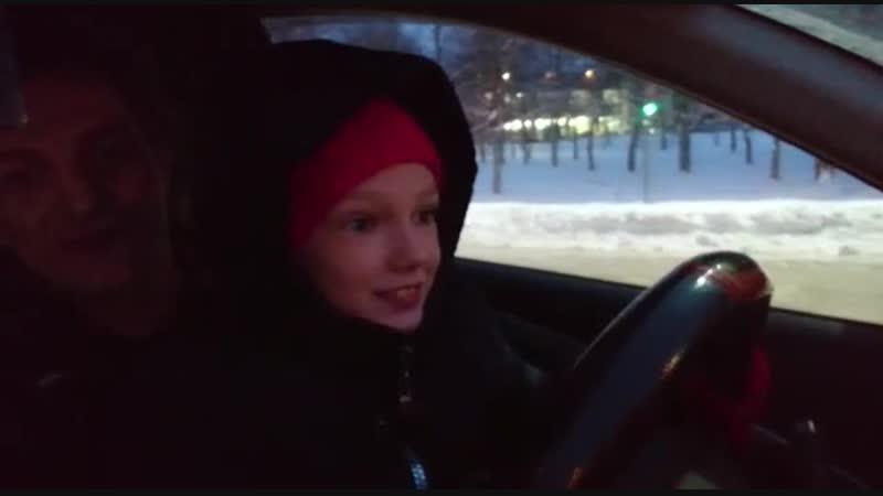 Дети водят машину 😊😂