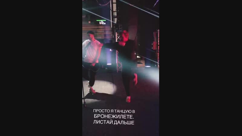 просто Даня Кашин(D.K. Inc.) танцует в бронежилете