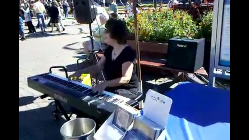 Amazing Keyboardist Caroline Dahl @ Pier 39