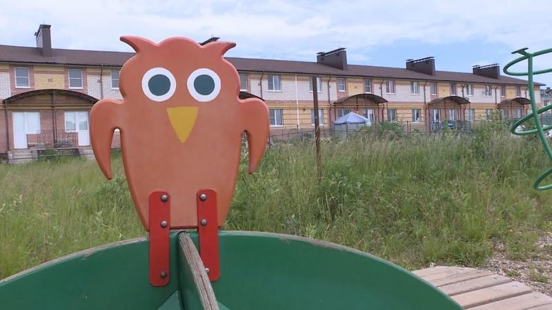 Вновь увозят вновь от детей: в микрорайоне Венеция демонтировали детскую площадку